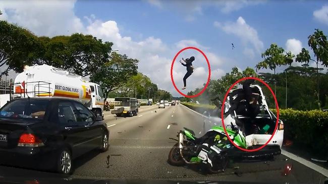 Biker chay PKL phong nhanh voi toc do ban tho cai ket dang khi bay tren khong trung