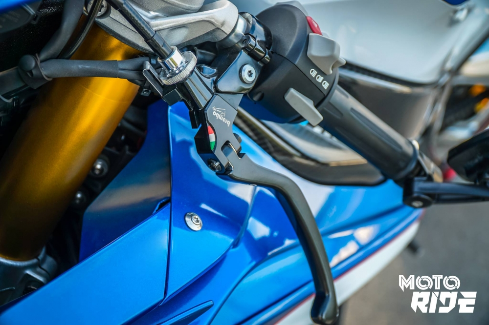 BMW S1000RR ban do cang net tren tung chi tiet cua biker Viet - 5