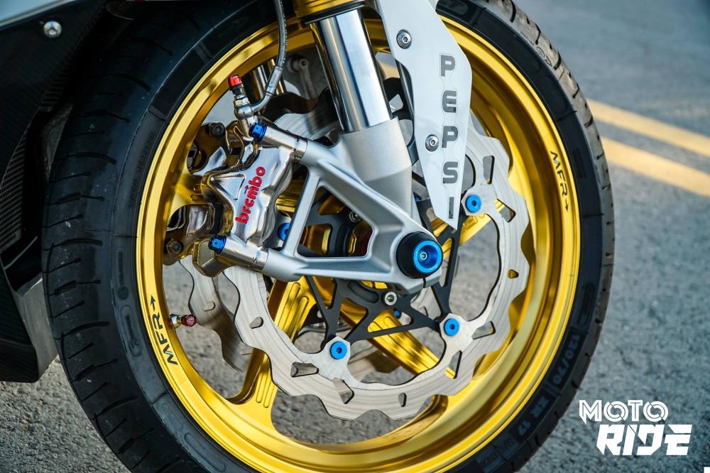 BMW S1000RR ban do cang net tren tung chi tiet cua biker Viet - 7