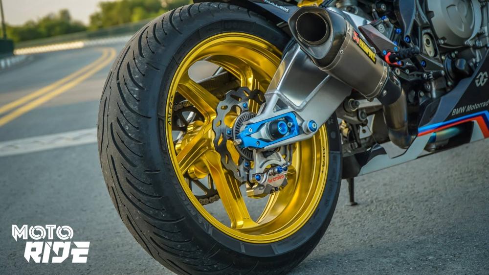 BMW S1000RR ban do cang net tren tung chi tiet cua biker Viet - 10