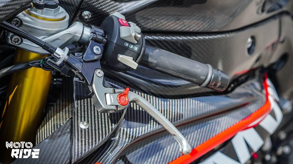 BMW S1000RR phien ban Black carbon - 5