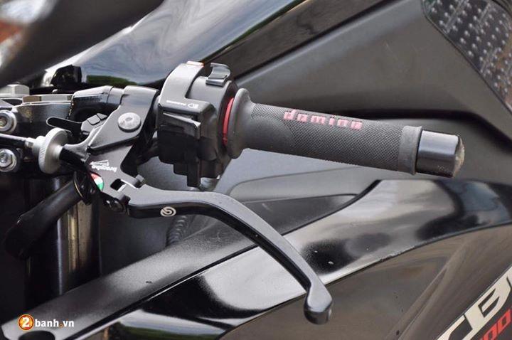 CBR 1000RR cung cap trong bo canh Fireblade Black Edition - 5