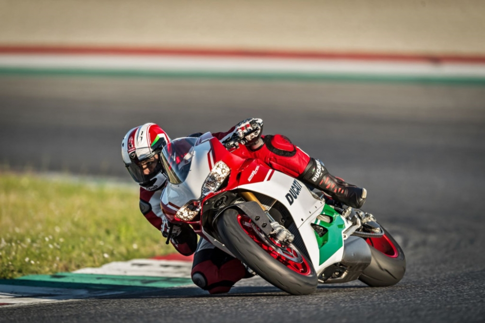 Ducati 1299 Panigale R Final Editionphien ban cuoi cung dong co 2 xylanh 8 v