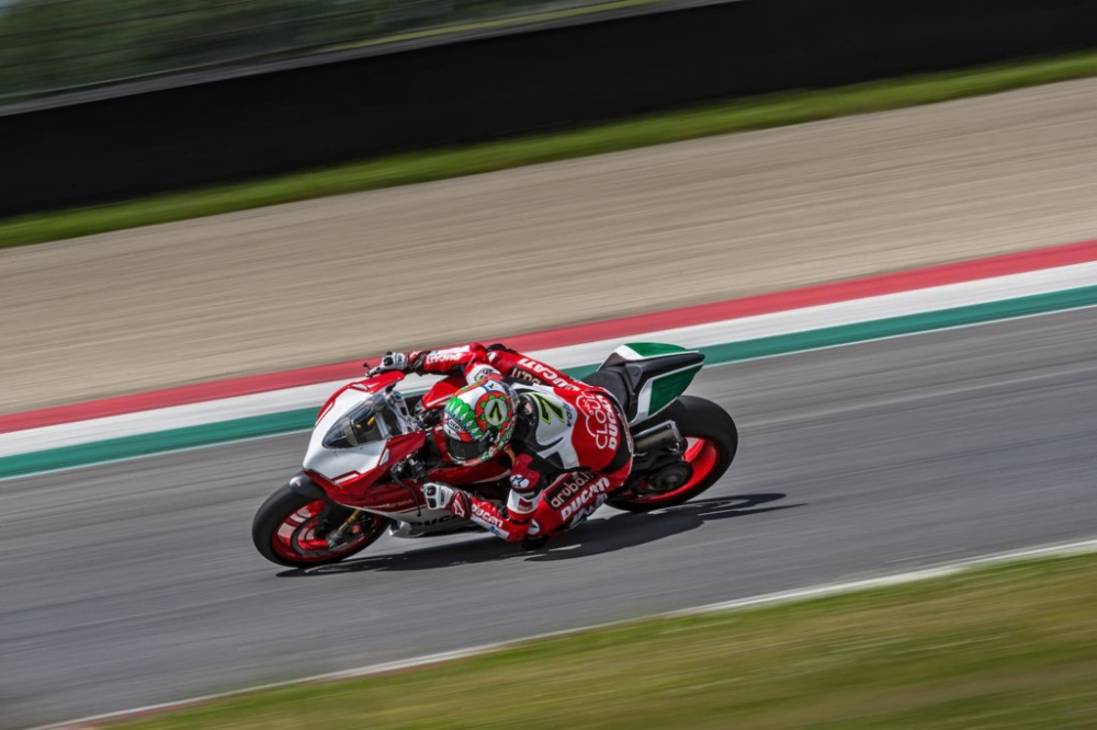 Ducati 1299 Panigale R Final Editionphien ban cuoi cung dong co 2 xylanh 8 v - 3