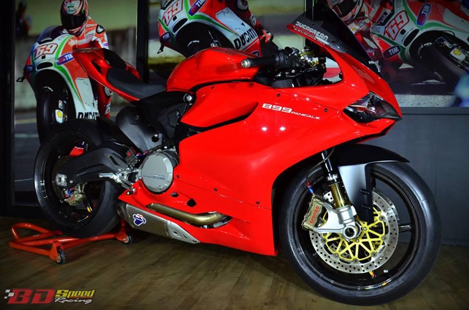Ducati 899 Panigale lot xac cuc chat trong ban do FULL OPTION