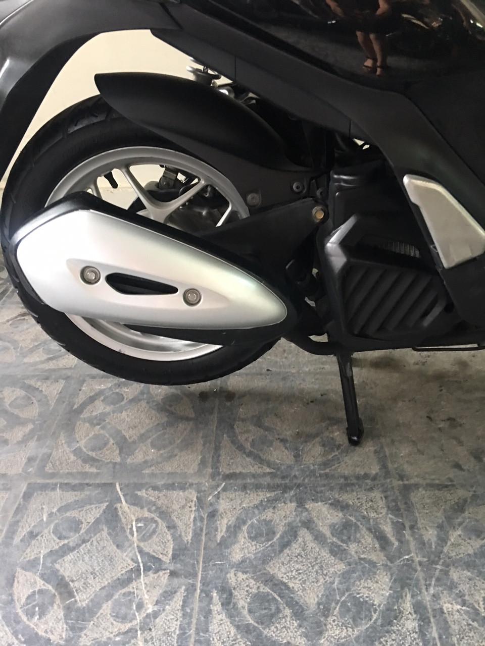 Honda SH mode black nu cong chuc su dung giu gin - 5
