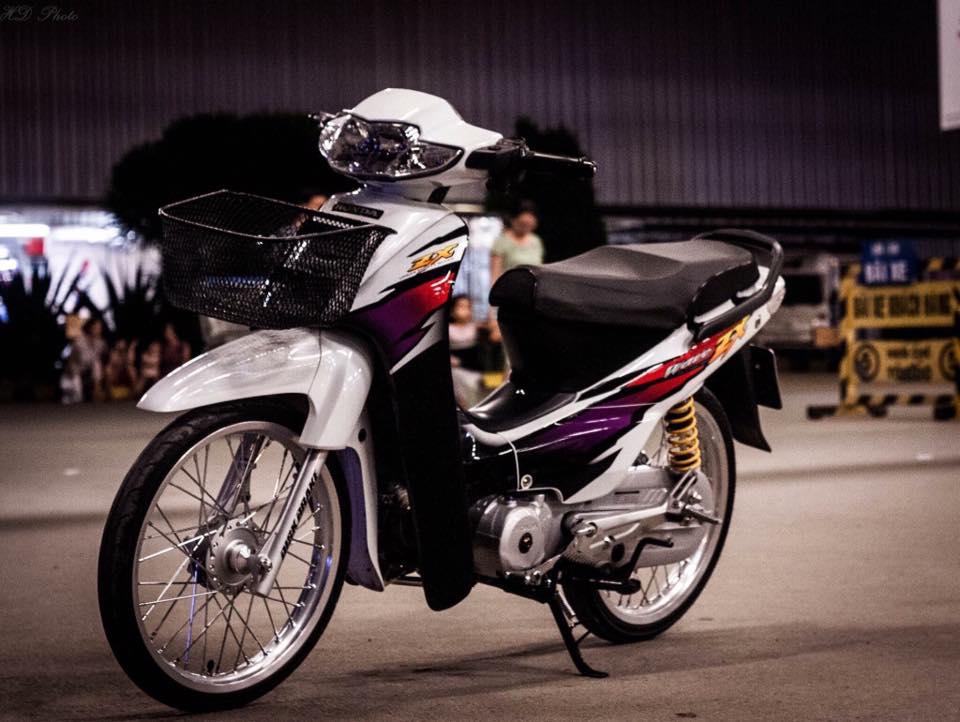 Honda Wave ZX phien ban bach cong tu voi dan do choi chiu chi