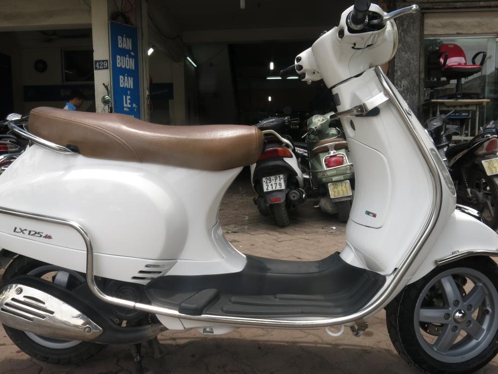 Bo Doi Son Xe Trang Vang Moi Cap Ben Tai Hoa Da Piaggio - 3