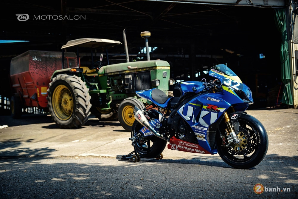 Suzuki GSXR1000 con chien ma day dung manh dam chat duong dua