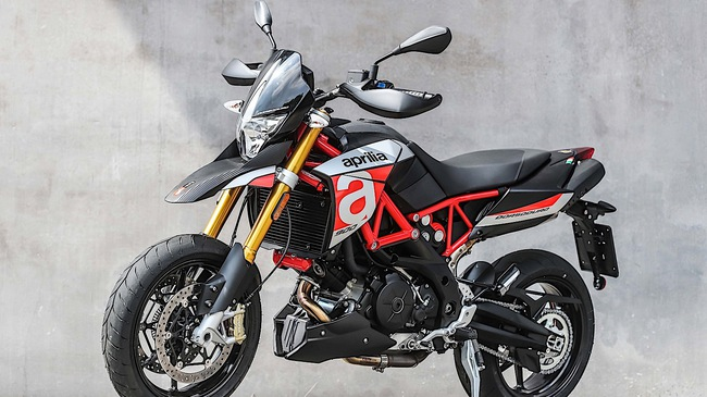 Tan binh Aprilia Dorsoduro 900 2018 Doi thu cua Ducati Hypermotard 939