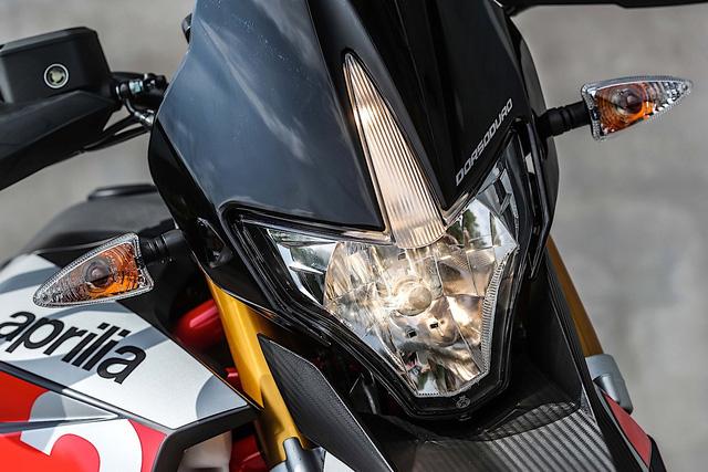 Tan binh Aprilia Dorsoduro 900 2018 Doi thu cua Ducati Hypermotard 939 - 11
