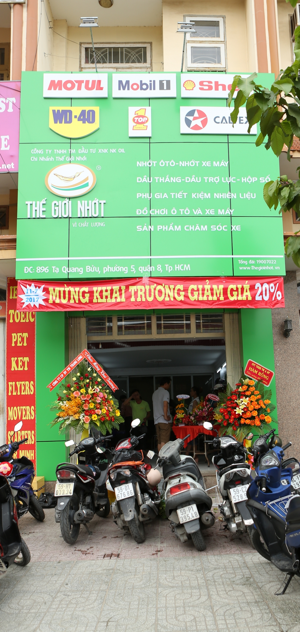 The gioi nhot Khai truong khuyen mai lon Giam gia 20 tat ca san pham