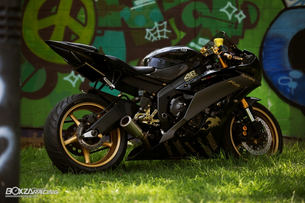 Yamaha R6 Super Black show cung chu xe