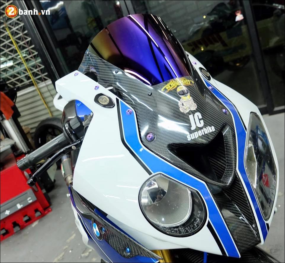 BMW HP4 do nang cap chi tiet cung hieu ung Titan xanh - 3