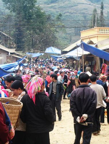 Cho Lung Khau Nhin - 3