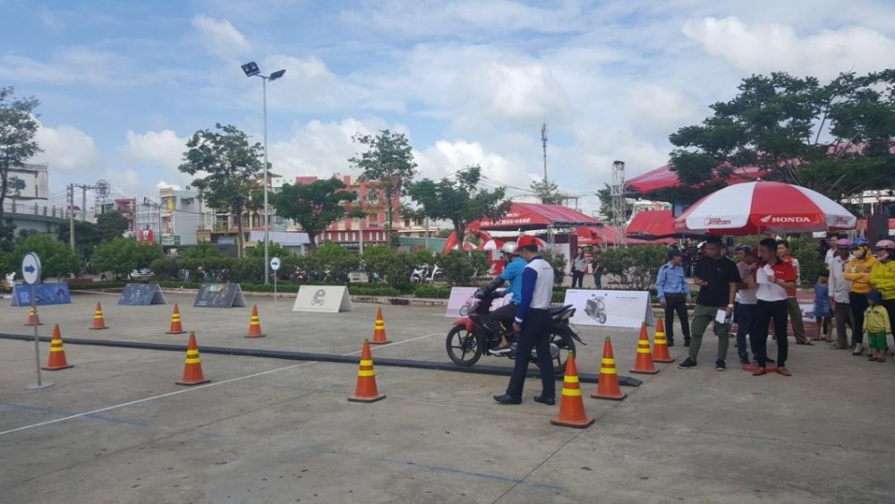Cung den voi chuong trinh Honda Tron Niem Tin trong thang 08 - 3