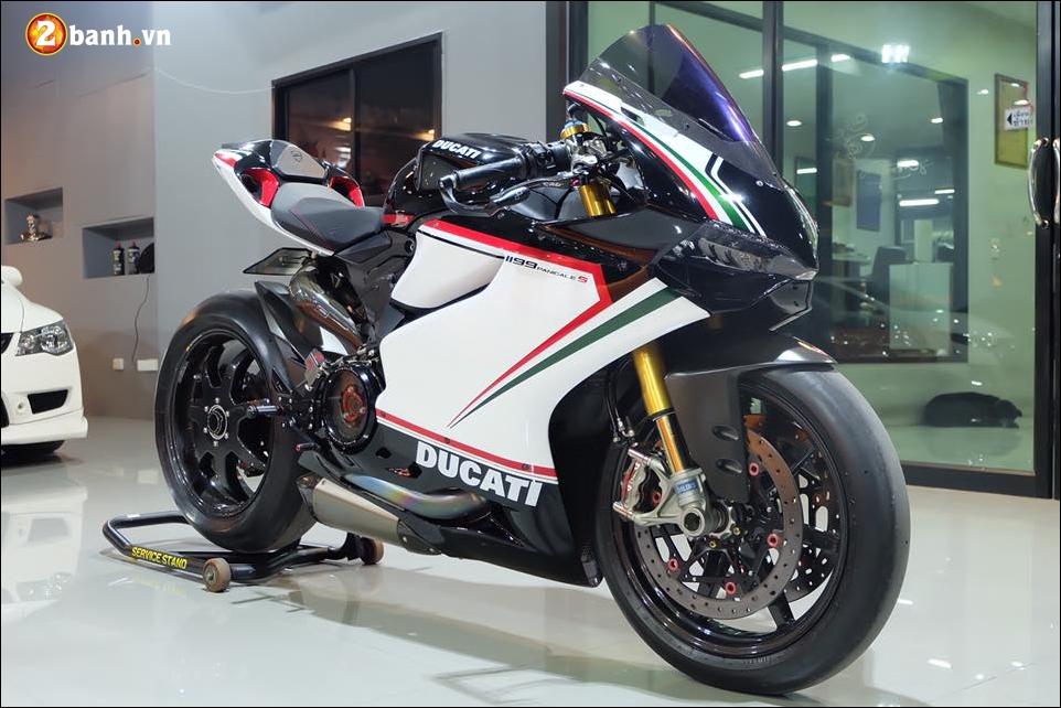 Ducati Panigale 1199 do Quy du hung bao cung tem dau the thao