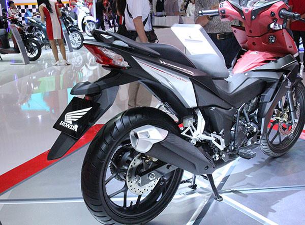 Honda khuyen cao khong duoc thao chan bun tren Winner 150