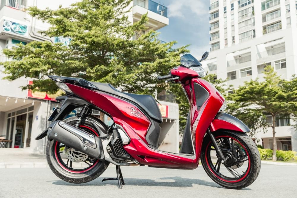 Honda Sh150i 2017 do dan ao Sh300i dau tien tai Sai Gon
