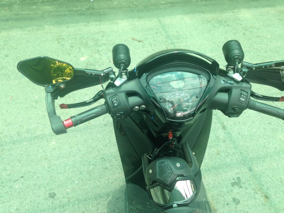 Sh 150i full black voi nhieu do choi mang hoi huong hoang toc - 6