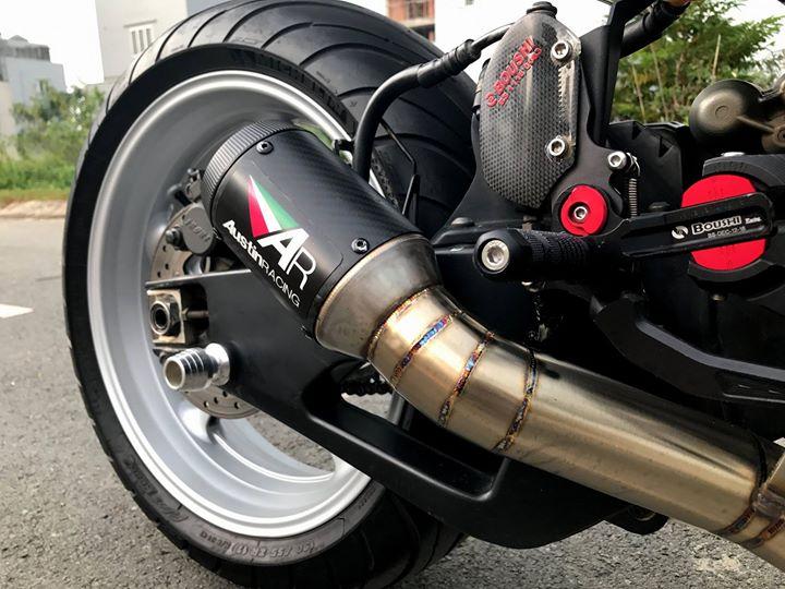Yamaha R1 cung ngac ben bo canh den tem dau Pramac - 7
