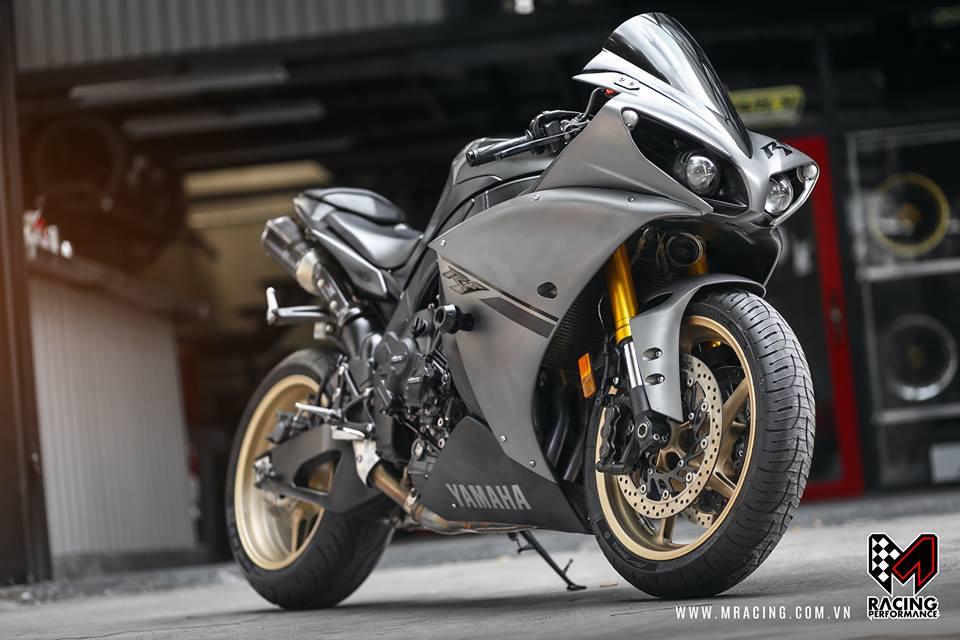Yamaha R1 Matte Gray ve dep kho cuong