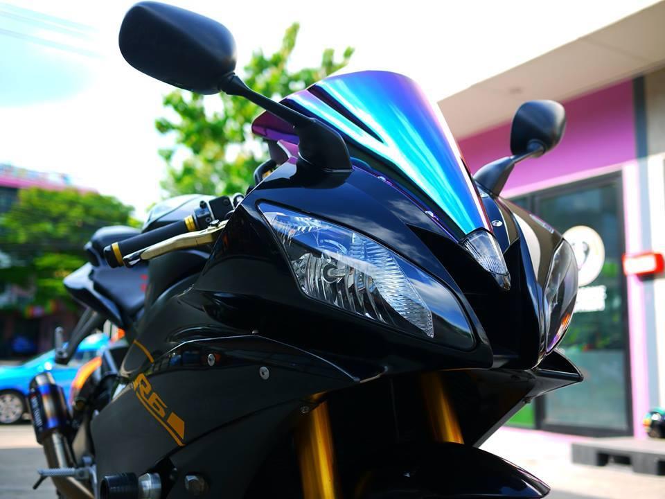 Yamaha R6 ngua hoang kho thuan trong loat anh den khong ty vet
