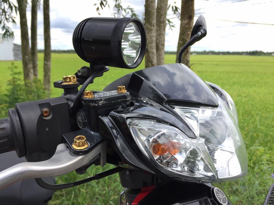 Yamaha Sirius do kieng nhe nhang khoe dang cung canh dong lua - 3