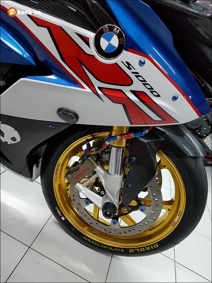 BMW S1000RR do sang chanh ben phu kien xa xi