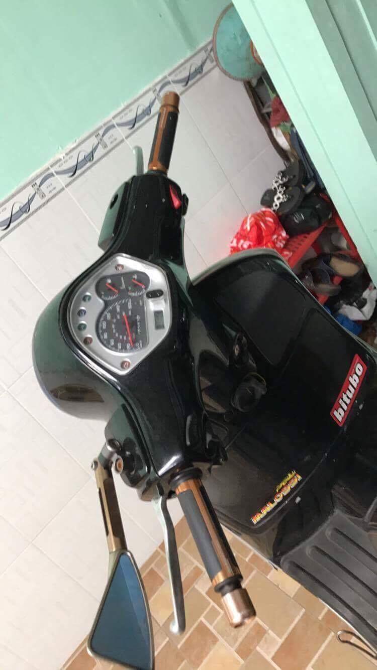 Can ban xe GTS 125cc hang nhap Italy chinh chu mau den doi 2011