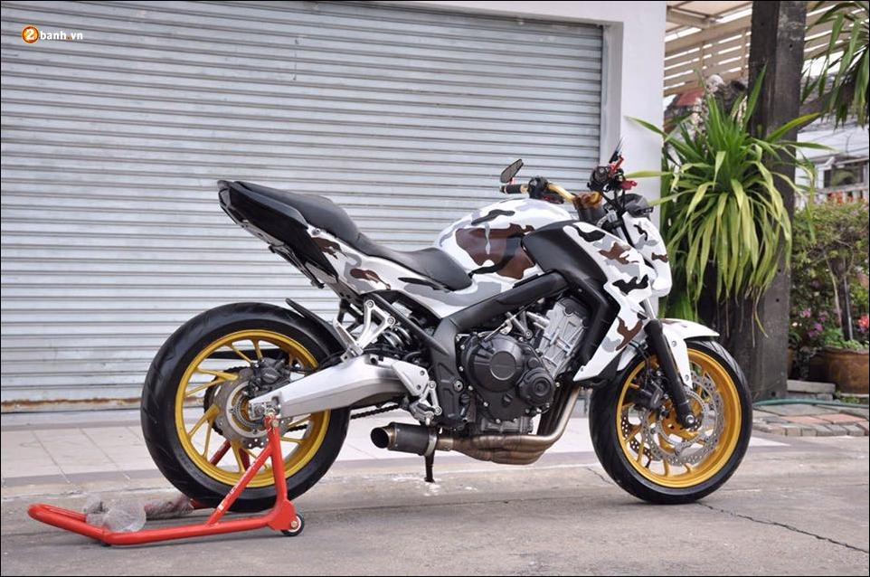 Honda CB650F do pha cach qua lot ao Camo huyen thoai - 3