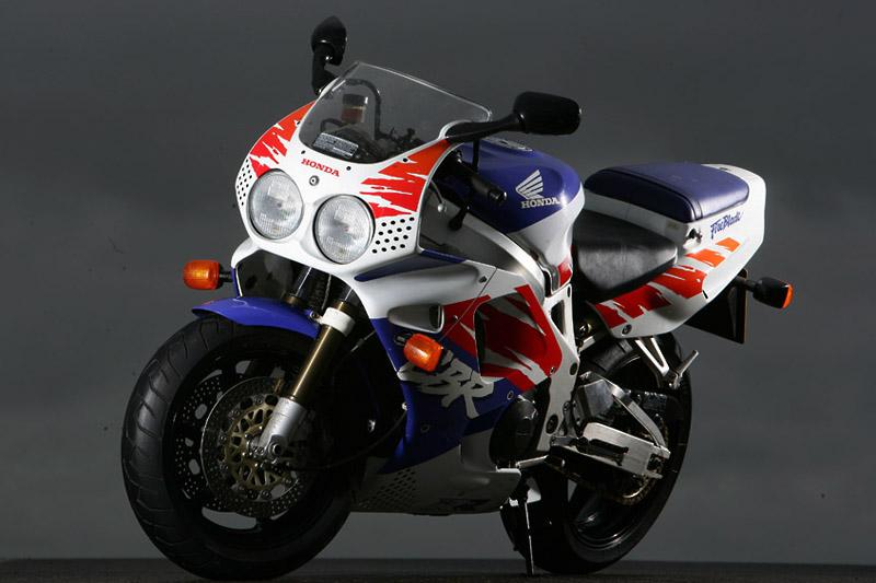 CBR900RR sieu mo to dinh nhat trong thap nien 90 nhe nhat trong lich su Honda