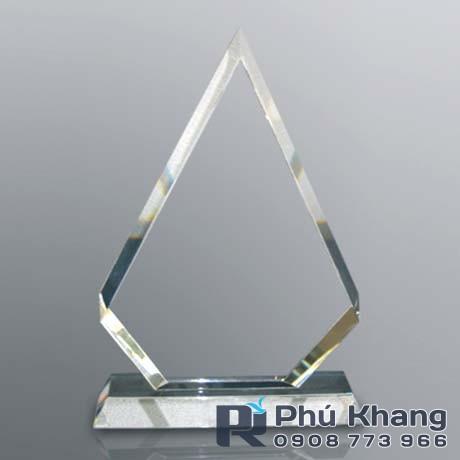 Co so cung cap bieu trung qua tang san xuat ky niem chuong pha le