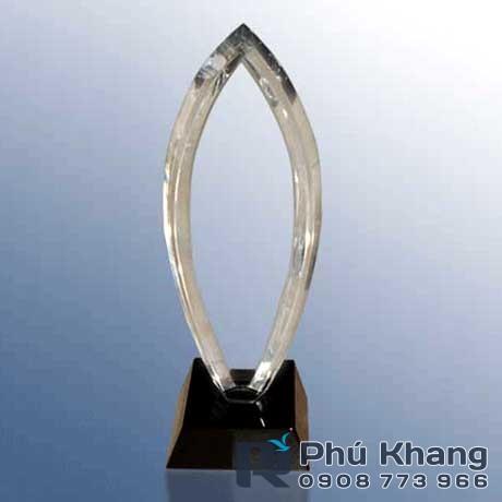Co so cung cap bieu trung qua tang san xuat ky niem chuong pha le - 3