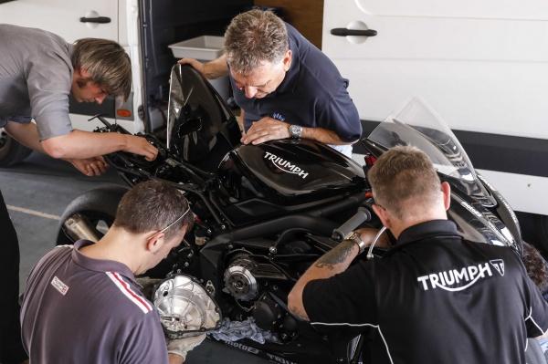 Dong co Triumph Moto2 dang duoc phat trien chuan bi cho mua giai 2019 - 2