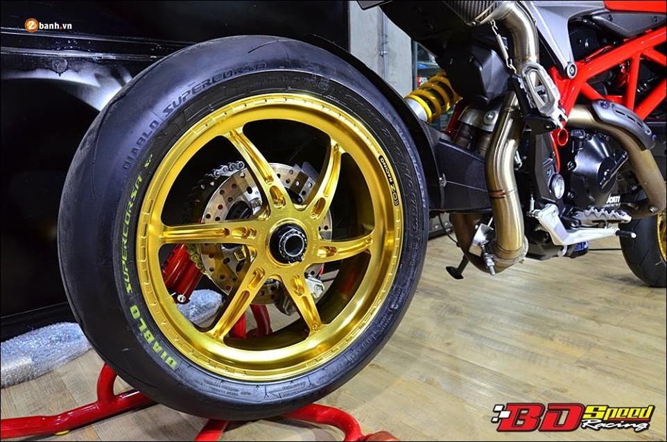 Ducati Hypermotard 821 do Vua duong pho trong trang bi hang sang - 13
