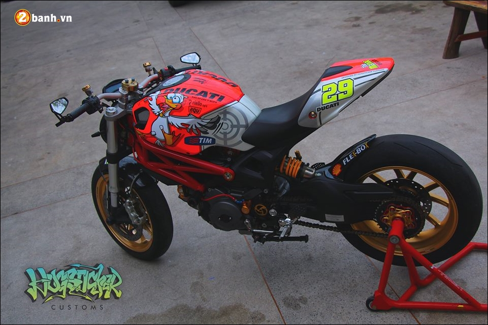 Ducati Monster 796 do pha cach cung tem dau AGV - 3