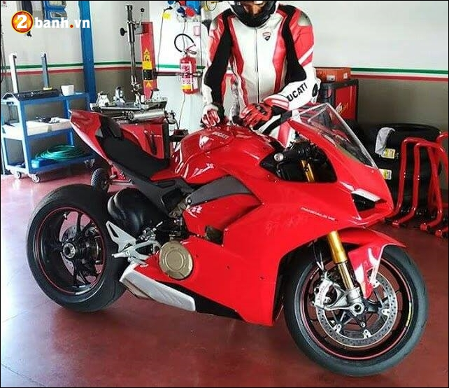 Ducati V4 Superbike lo dien truoc ngay ra mat