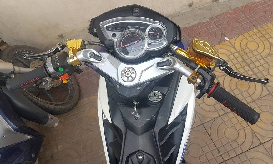 Exciter 135 do an than phia sau bo canh X1R cua biker Dong Thap