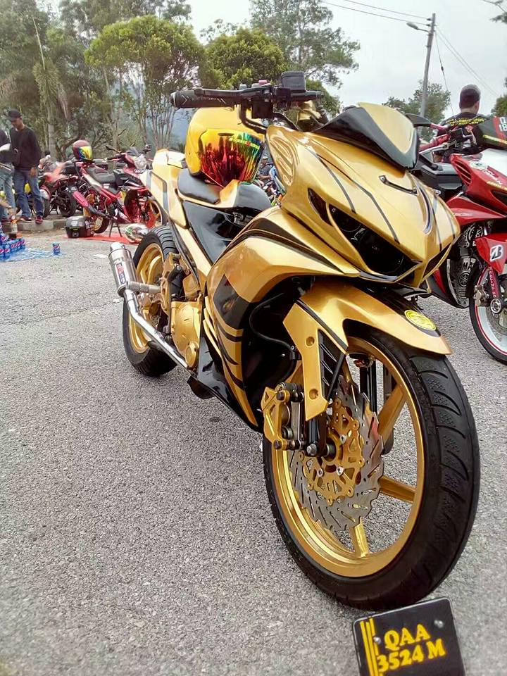 Exciter 2010 do an tuong voi xe sieu nhan Vang cua biker nuoc ban - 4
