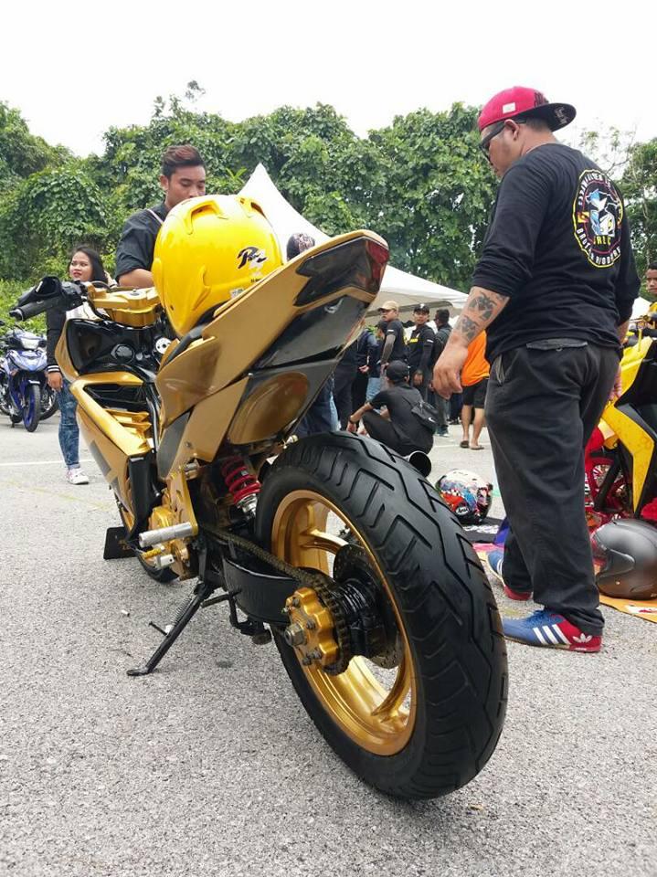 Exciter 2010 do an tuong voi xe sieu nhan Vang cua biker nuoc ban - 6