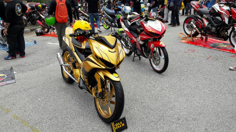 Exciter 2010 do an tuong voi xe sieu nhan Vang cua biker nuoc ban - 8