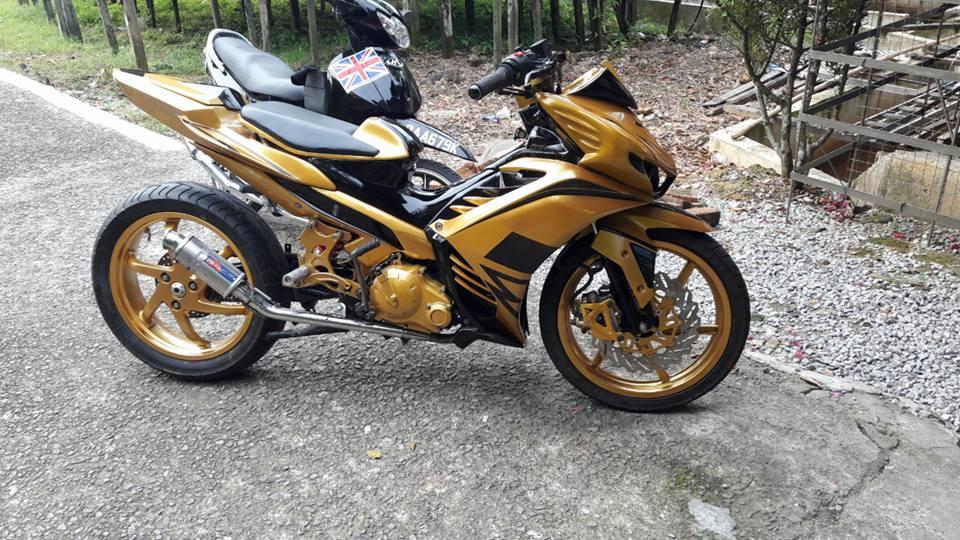 Exciter 2010 do an tuong voi xe sieu nhan Vang cua biker nuoc ban - 10