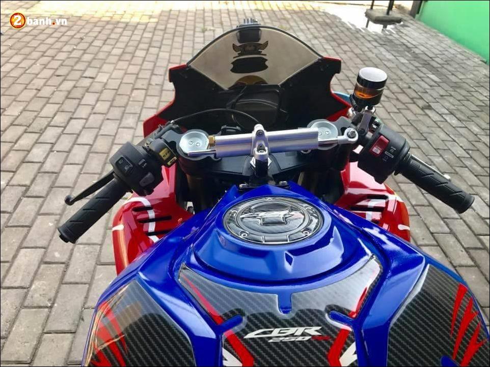Honda CBR250RR do noi loan ben dan chan Ducati 1199 - 4