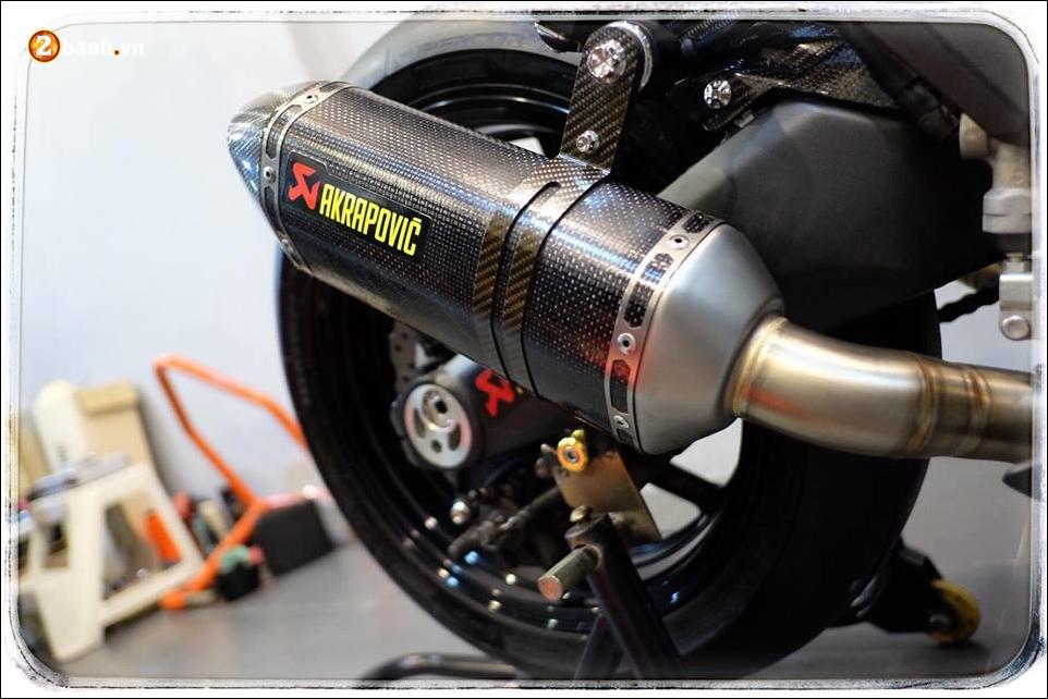 Kawasaki Z1000 do Nakedbike than thanh den khong ty vet