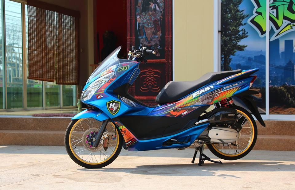 PCX 150 do kieng doc dao voi doi chan mong manh cua biker nuoc ban - 6