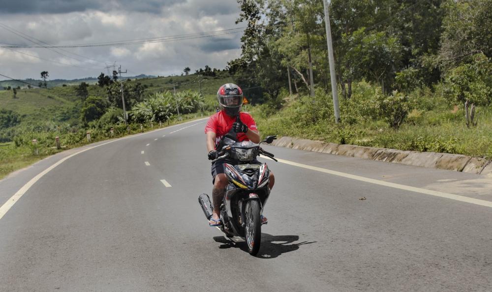 Exciter 150 do banh cam voi tem dau an tuong cua biker Kontum - 6