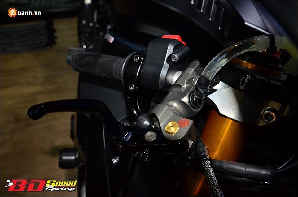 Yamaha R1 do Bao den lanh lung trong mau den huyen bi - 6