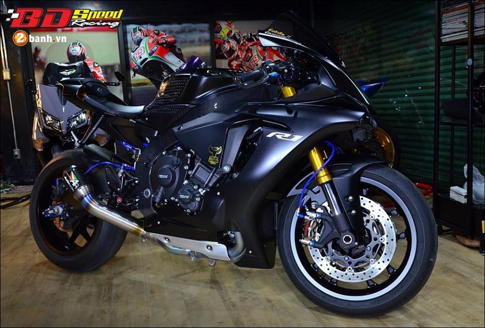 Yamaha R1 do Bao den lanh lung trong mau den huyen bi - 8