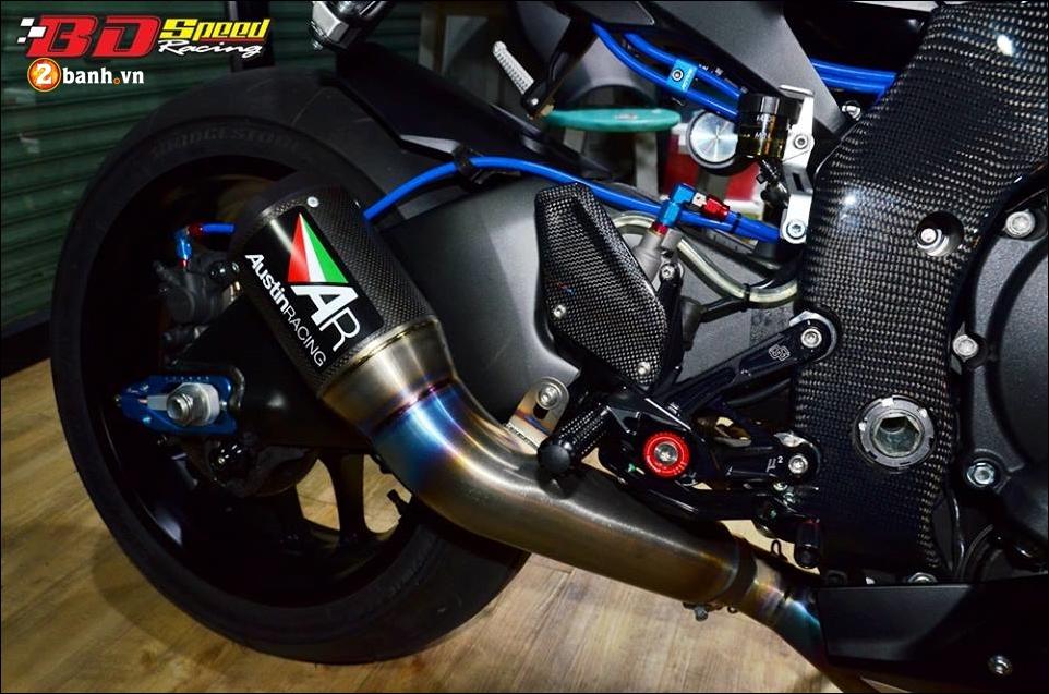 Yamaha R1 do Bao den lanh lung trong mau den huyen bi - 10